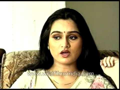 Padmini Kolhapure sings 'Yeh Galiyan Yeh Chaubara'