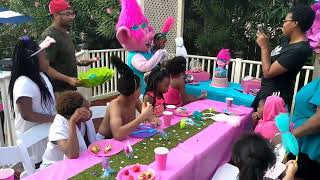 Trolls party characters for parties 888 501 4386 https://funfactoryparties.com/