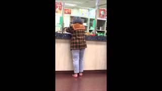 板橋國慶郵局遇到女瘋子