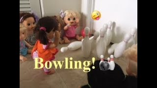 BABY ALIVE: Summer camp!: Bowling! The babies go bowling🎳