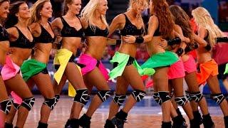 Красивые девушки танцуют на пляжном футболе  Группа поддержки видео(Красивые девушки танцуют на пляжном футболе Группа поддержки видео Красивые девушки из группы поддержки..., 2015-11-19T07:00:00.000Z)