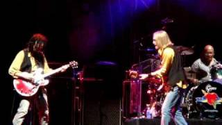 Tom Petty & the Heartbreakers- Saving Grace (lightning and power outage) Live