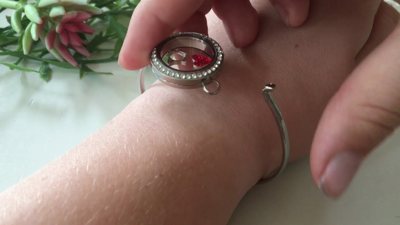 How to Open Your Origami Owl Locket and Switch Out Charms - YouTube | 720x1280