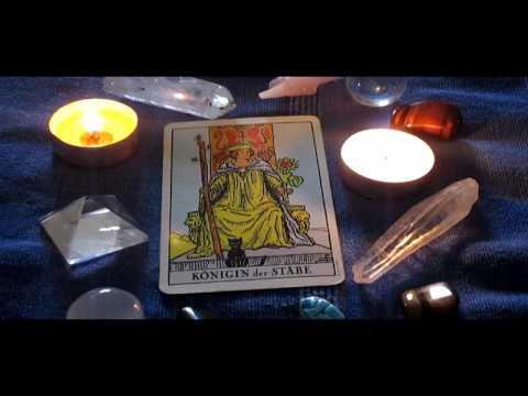 Wie Deute Ich Die Tarotkarte Die Koenigin Der Staebe Kleine Arkana