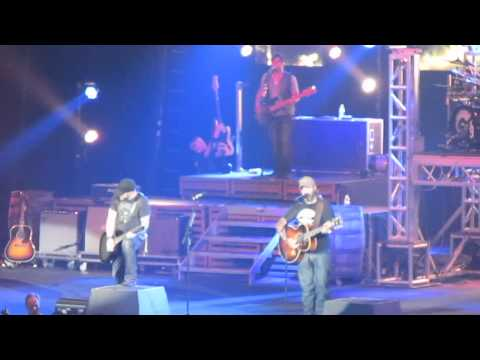 Brantley Gilbert & Aaron Lewis - Dirt Road Anthem in Cape Girardeau, MO