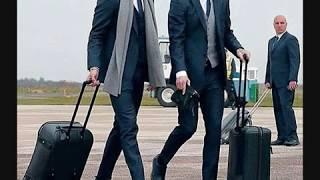 les hommes de classe et les vêtements de luxe