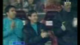 Атлетико-Барселона 4:2 / гол Рональдиньо / чемп. Испании(Гол игрока Барселоны Роналдиньо в падении через себя. Чемпионат Испании 2007-2008. (остальные видео голы на..., 2008-05-02T16:03:44.000Z)
