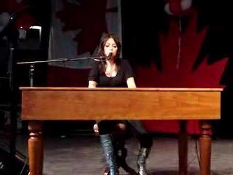 Emm Gryner - Summerlong (live)