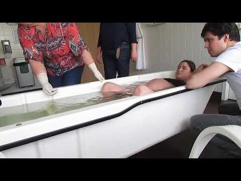 Peaceful and calm water birth  Helena's hypnobirthing|| Nascimento da Helena, parto natural