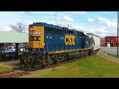 CSX GP40-2 6295 LHF leads a late F736-28 off the Vander Spur in Fayetteville, NC