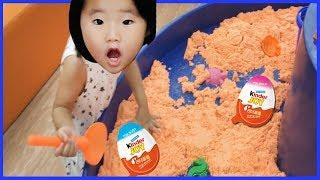모래놀이 속 킨더조이를 찾아라! 서프라이즈 에그 초콜릿 장난감 놀이 키즈카페 Kinder Joy, indoor playground for Babies 리틀조이