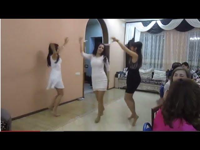 Девушки азери гызлары танец попой дамы ходят