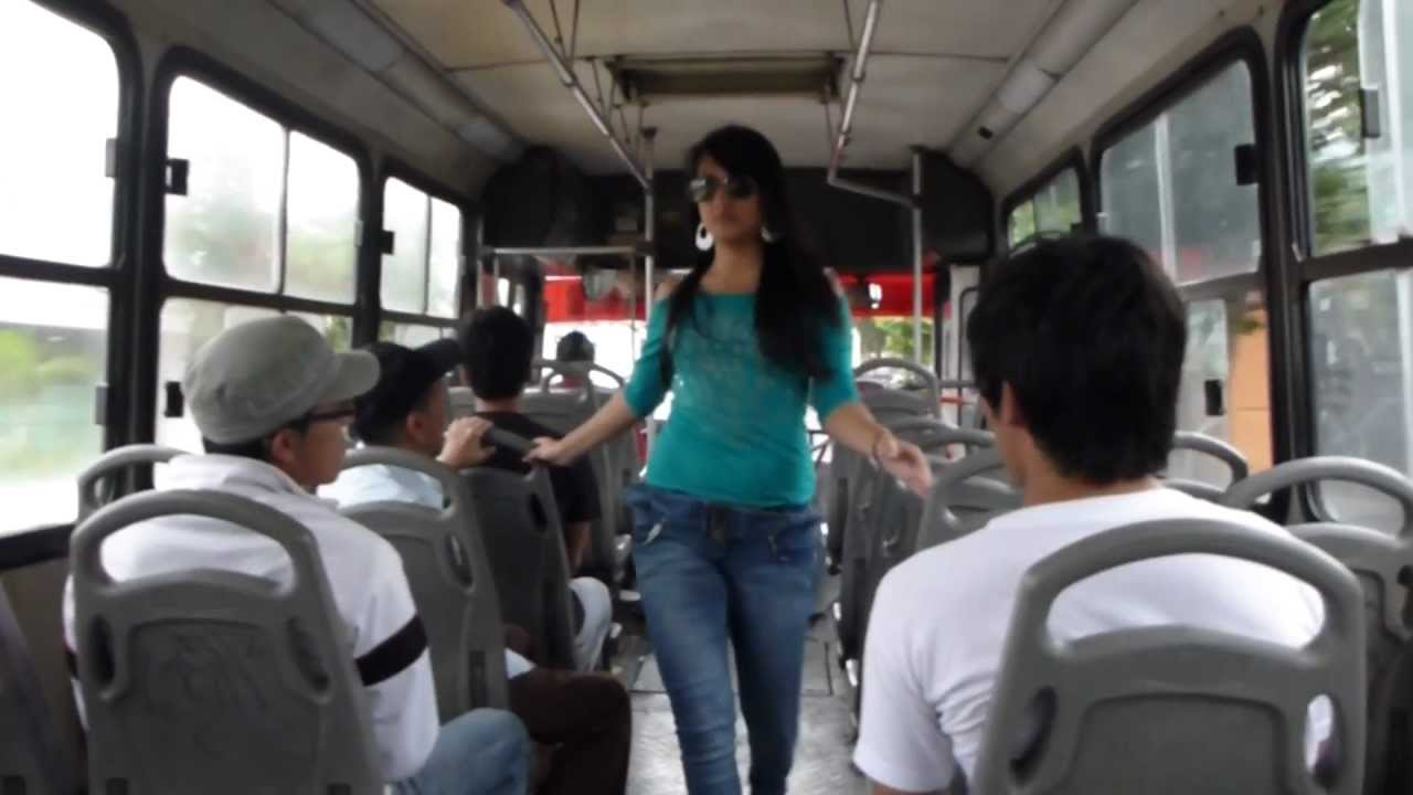Colegiala de la secundaria saliendo del metro indios verdes - 3 part 7