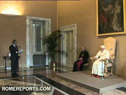 Pope speaks to guests of Vatican Radio