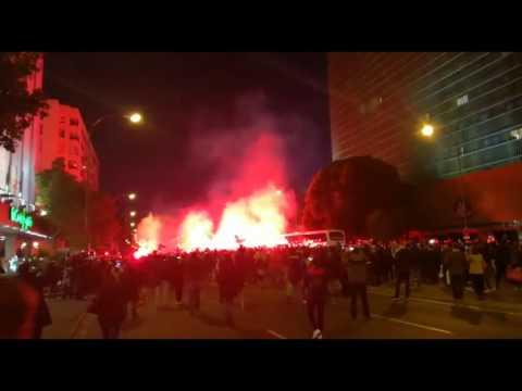 Espectacular ambiente en Nervión antes del Sevilla F.C.-Real Madrid
