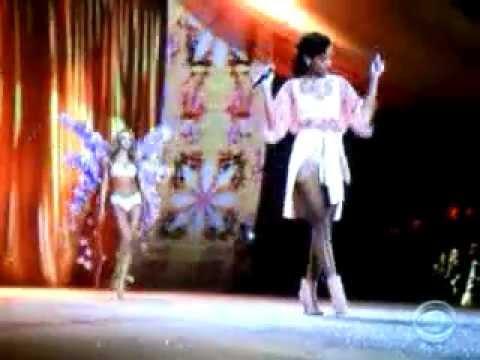 Rihanna - Phresh Out the Runway Live On The Victoria Secret Fashion show 2012