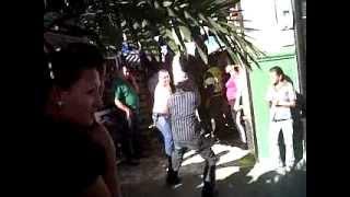 Buscando sobrevivientes al caerce techo en almacen en Ciudad Bolivar Antioquia.3GP