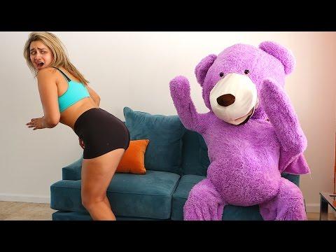 TEDDY BEAR SCARE PRANK ON GIRLFRIEND!!!
