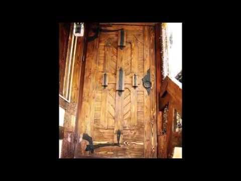 Деревянная мебель под старину.