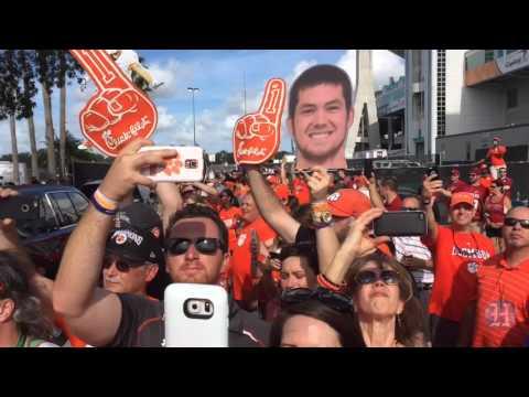 Oklahoma, Clemson fans tailgate before start of Orange Bowl