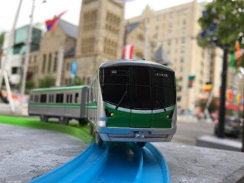 Plarail s-18 Tokyo Metro Chiyoda Line 16000 series visit Musée des beaux-arts de Montréal  (04202)