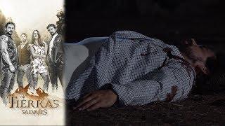Carlos atenta contra la vida de Daniel | En tierras salvajes  - Televisa