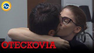 OTECKOVIA - Čo sa stalo v kancelárii po bozku Alexa a Emy