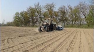 """МТЗ 1221 с Monosem ng3+ сеет кукурузу.Поклонникам """"скорее бы в поле"""" посвящается ;)"""