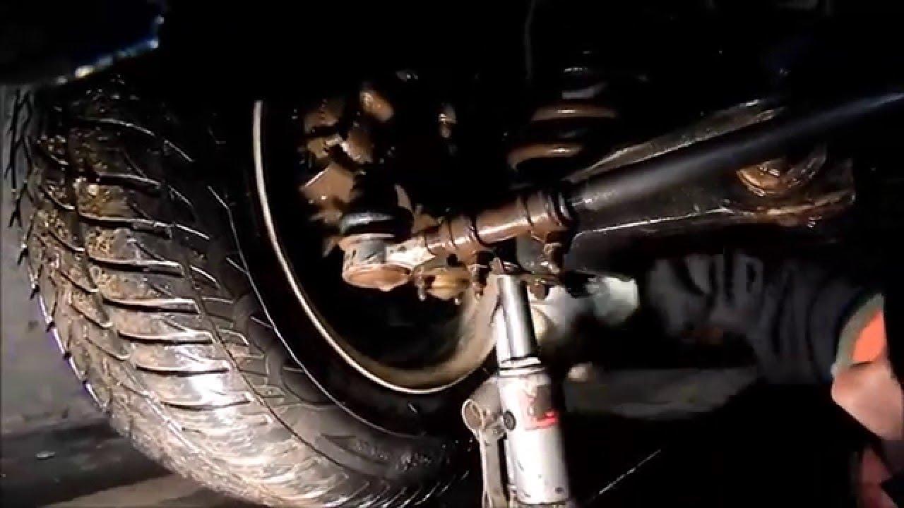 Как заменить рулевую трапецию на автомобилях ваз 2101-2107. Выход из строя. А вот съемник для рулевых тяг придеться купить. Смотрим фото 2.