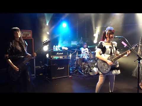 Band-Maid - Akane & Misa Have Fun Playing Moratorium In Paris