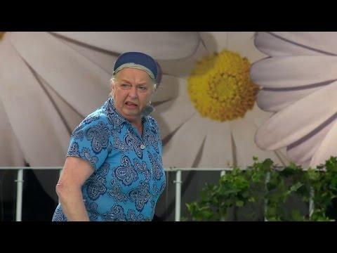Siw Carlsson avbryter Lotta och rockar loss till Go Augustina go - Lotta på Liseberg (TV4)