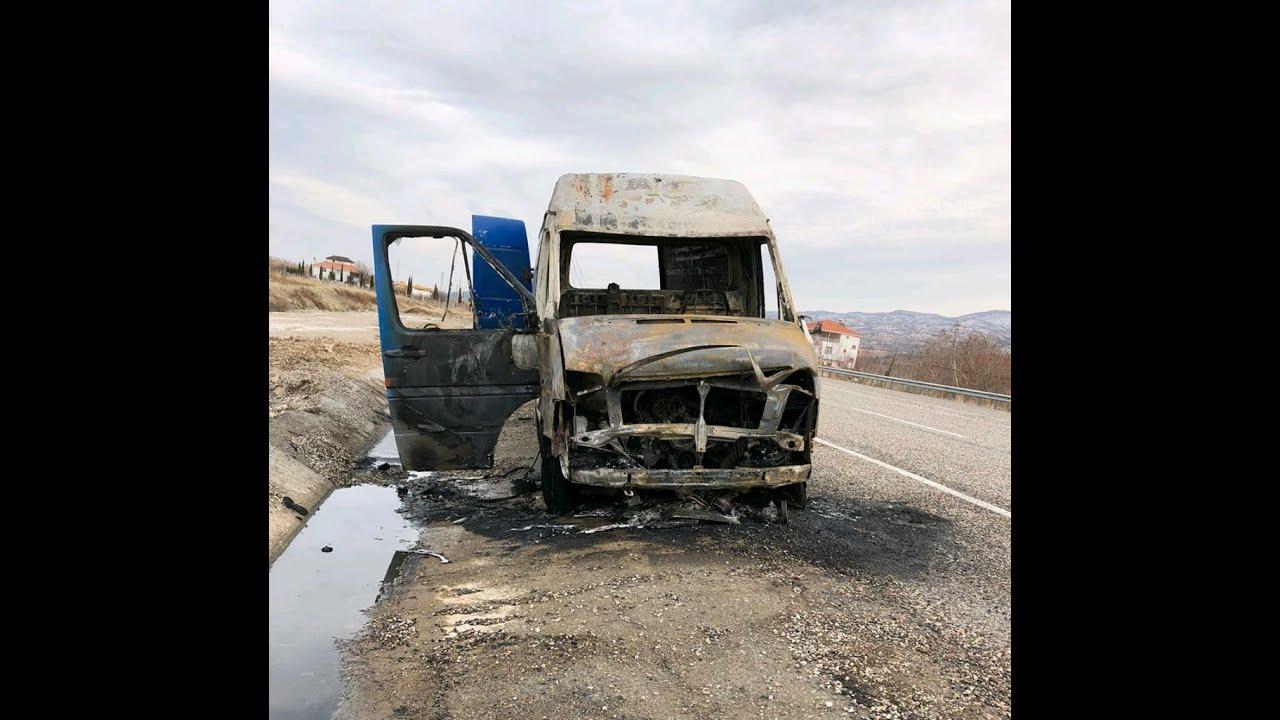 Kargo minibüsü alev alev yandı