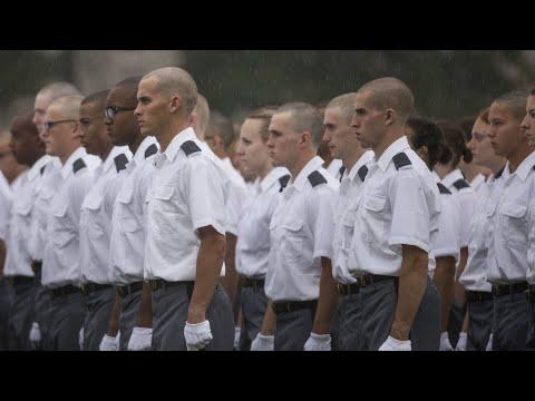 Le Pentagone autorise les personnes transgenres dans l'armée