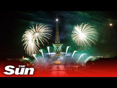 [视频]现场直播:巴黎埃菲尔铁塔燃放烟花纪念巴士底日