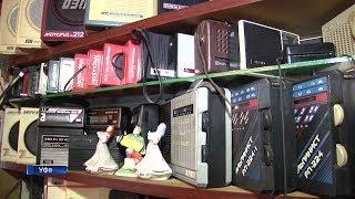 Коллекционер из Уфы собрал в своей квартире около 500 радиоприемников середины прошлого века