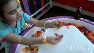 видео: ЛУНА ПАРК В ГУМЕ//АТРАКЦИОНЫ//РАЗВЛЕЧЕНИЯ//ДЕЛАЕМ БРАСЛЕТ