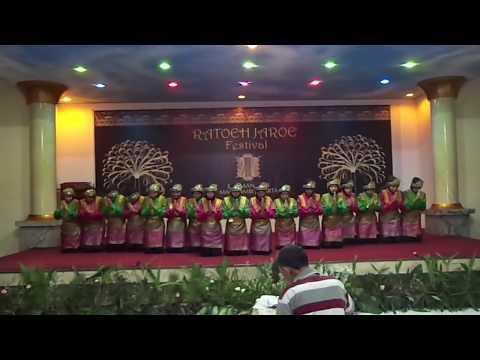 SMAN 87 Jakarta Ratoeh Jaroe (Saman Dance)