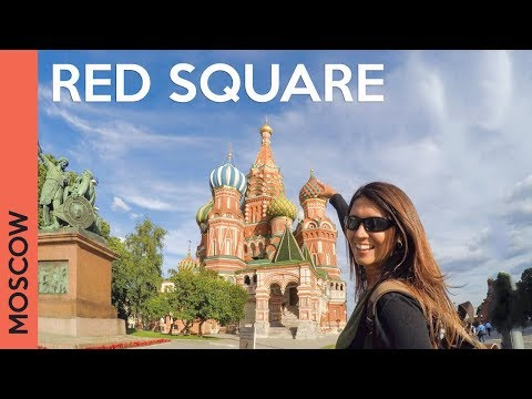 Red Square in MOSCOW, RUSSIA: Saint Basil's Cathedral tour + GUM (Vlog 2)