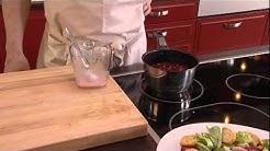 Katkarapu-mozzarella-mansikkasalaatti, jäätelöä ja vadelmakastiketta