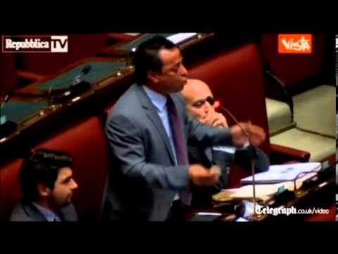Italian MP 'blacks up' in anti-immigrant tirade