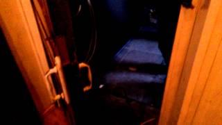 Демонтаж старой двери в старой квартире(, 2014-10-11T05:50:38.000Z)