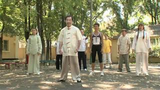 Ушу для здоровья. Зарядка. Гимнастика Му Юйчунь(http://www.wushuodessa.com/ Мастер традиционного ушу Му Юйчунь. Ушу для здоровья. Упражнения для тела. В этой части..., 2011-01-02T10:45:43.000Z)