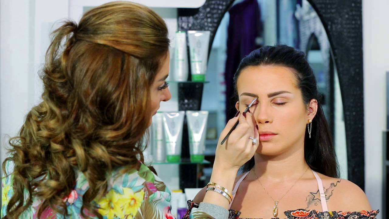38a489ed96b90 SOUAD MAKEUP - Smokey Eyes and Red Lips - YouTube