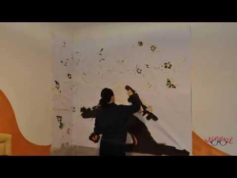 Pennelli, colori e uno stencil gigante: ecco come disegnare un ...