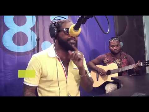 Ferre Gola chante sa nouvel chanson
