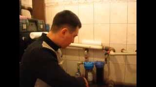 Замена фильтра воды(Замена фильтра воды.В этом видео показываю наглядно как заменить фильтр (картридж) воды в системе . А также..., 2015-02-17T13:29:19.000Z)