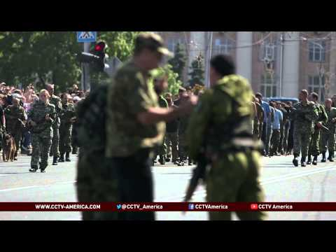 Ukraine Independence Day: Rebels parade P.O.W.s through Donetsk
