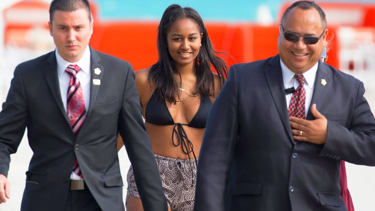 Sasha Obama dikawal Secret Servicce (gambar dari: https://www.youtube.com/watch?v=qE3gPVP6AII)