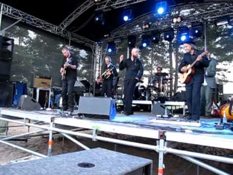 Vesterinen yhtyeineen - Kukaan ei koskaan - YouTube