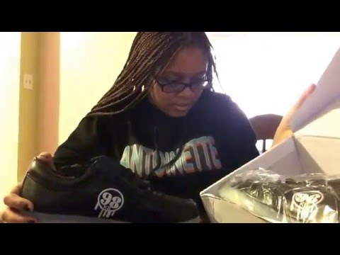 Light up shoes (unboxing)
